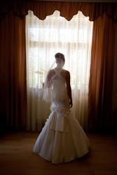 Девушка в свадебном платье без лица