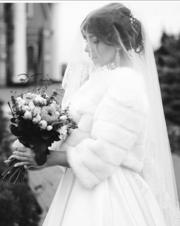 Продам б/у свадебное платье шикарное со шлейфом,  в идеальном состоянии