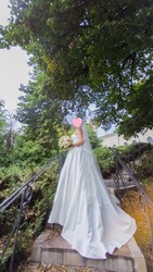 Полный комплект: Атласное платье,  фата,  балеро,  кольца